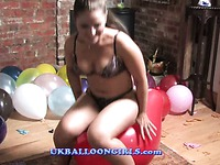 Sexy balloon girls