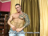 Strong guy Chriss Stone