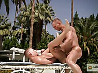 Hardcore gay sex right in the sun